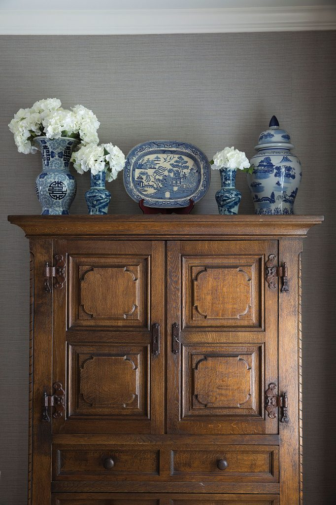 Ways To Display Blue And White Dishes Boulevard West